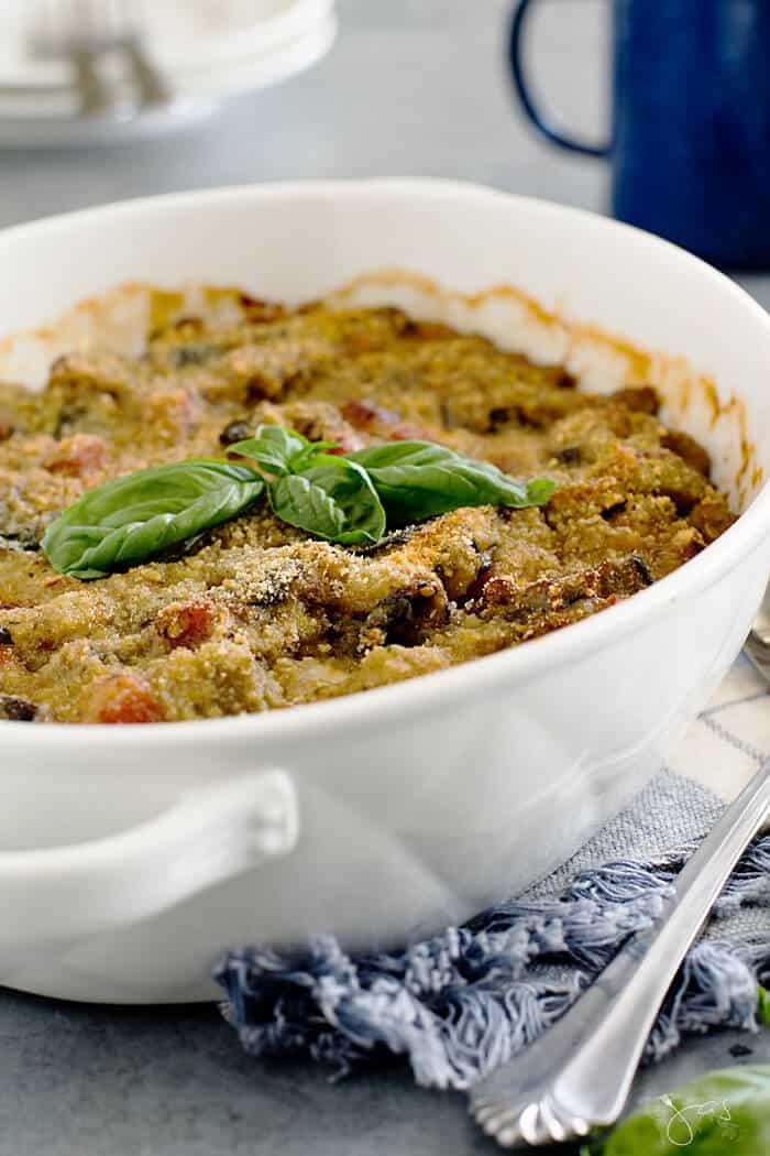 Recipe for Italian pasticcio casserole with eggplant, ham. and cheese.