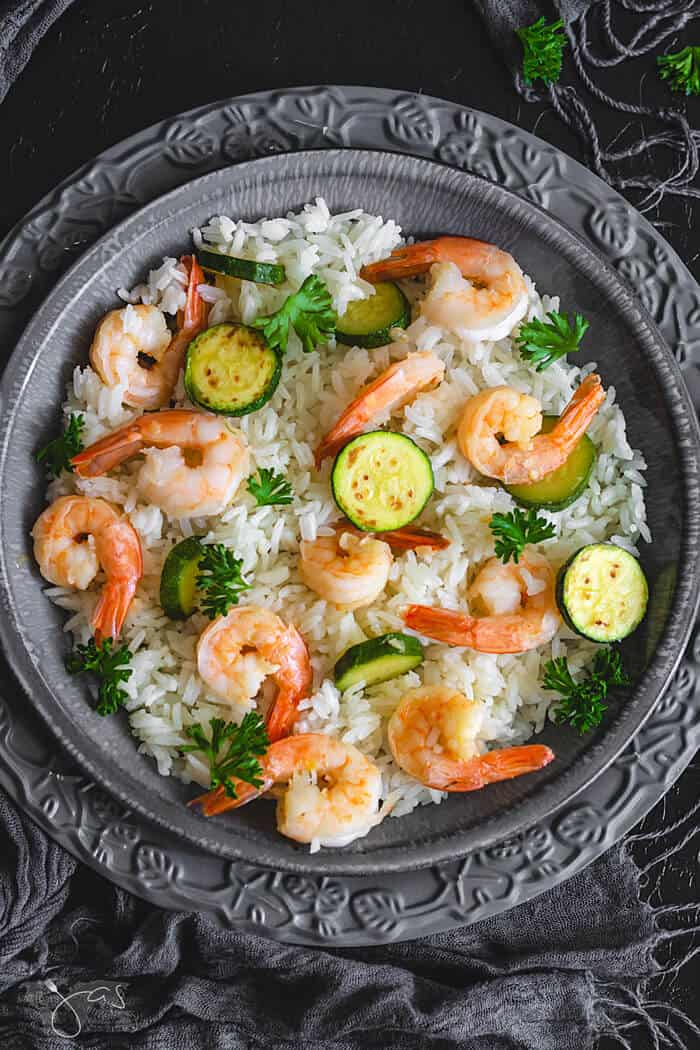 Perfect for quick weeknight dinner, you will love this Italian risotto with shrimp and zucchini. | allthatsjas/com | #dinner #recipes #recipeofthemonth #seafood #shrimp #paleo #glutenfree