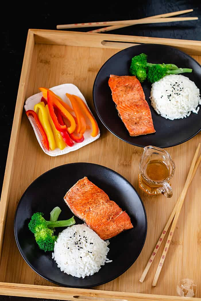 Delicious recipe for Chinese pan-fried salmon filets that are super quick and easy to make.