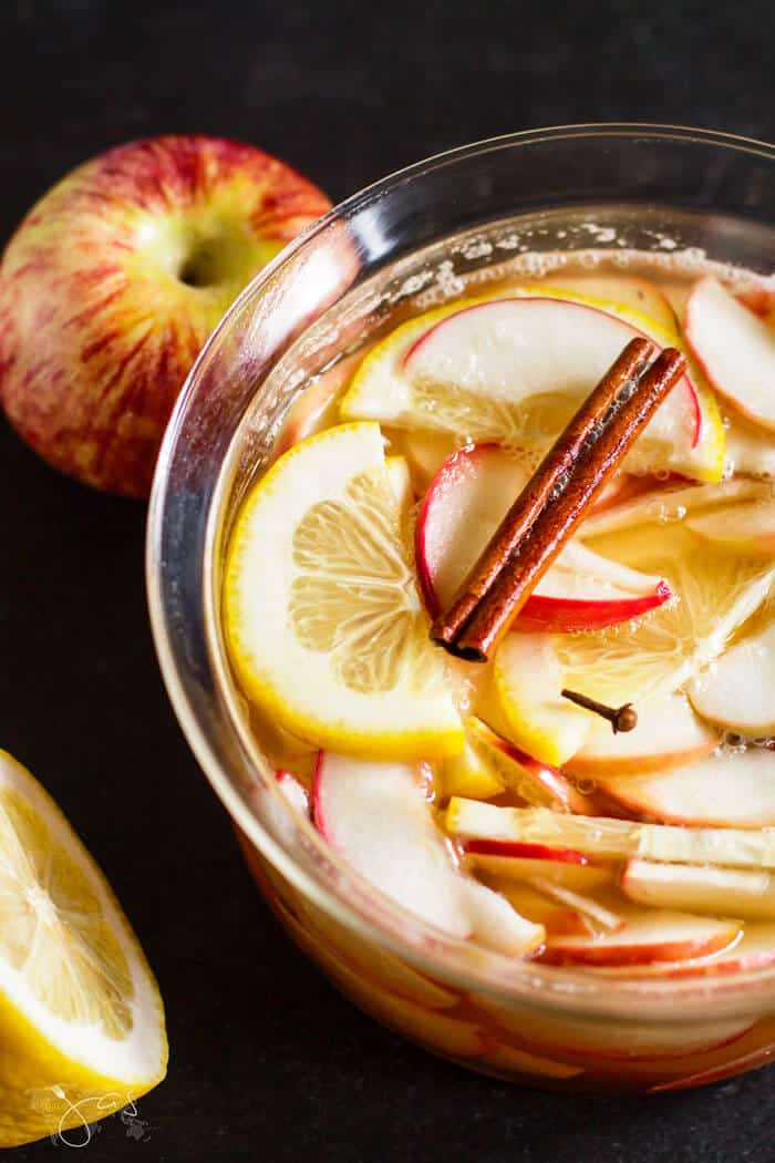 Boiled apples with lemon juice, apples, sugar, cinnamon and cloves are the base for the punch. Add beer and lemon slices and chill before serving.