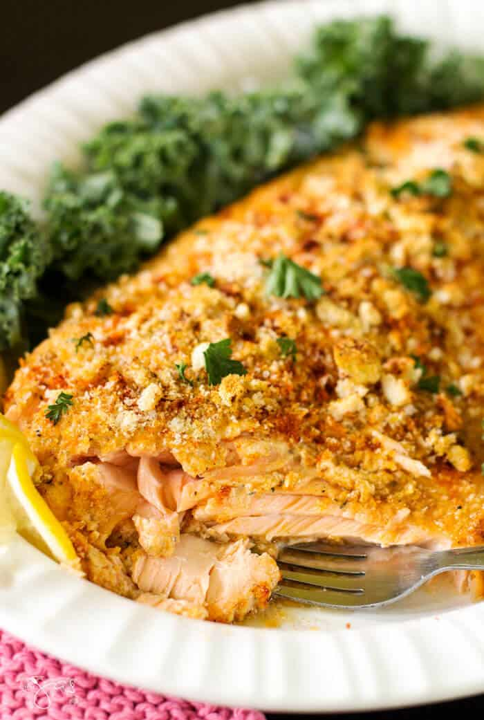Flaky salmon fillet with crispy crust