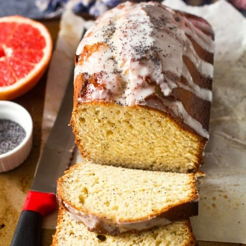 Delicious pound cake with grapefruit, poppy seeds, and yogurt from Venezuela