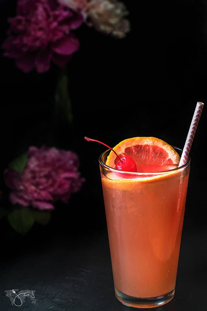 Recipe for tart and sweet tequila sunrise drink with grapefruit