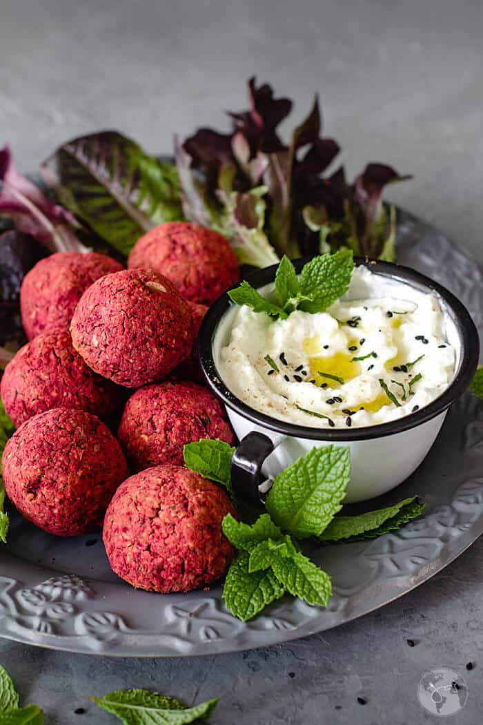 Easy recipe for falafel with red beets and yogurt sauce.