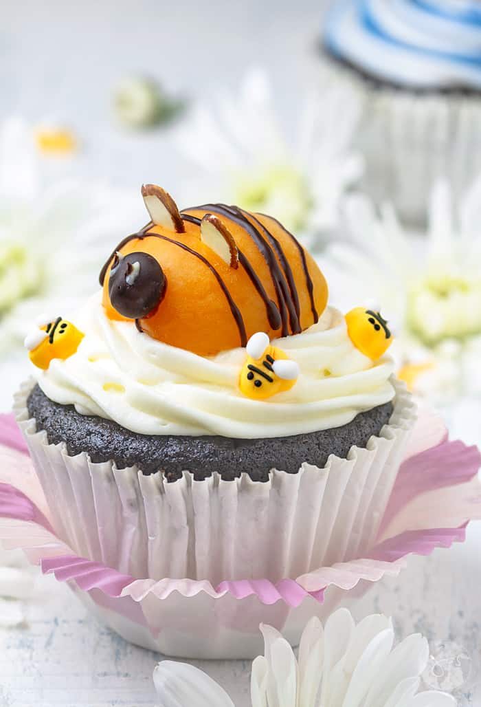Celebrate spring and Easter with this adorable bee dessert.