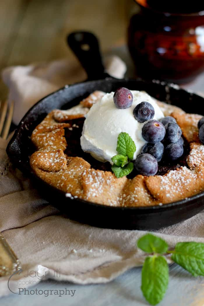 Cranberry pie in a skillet