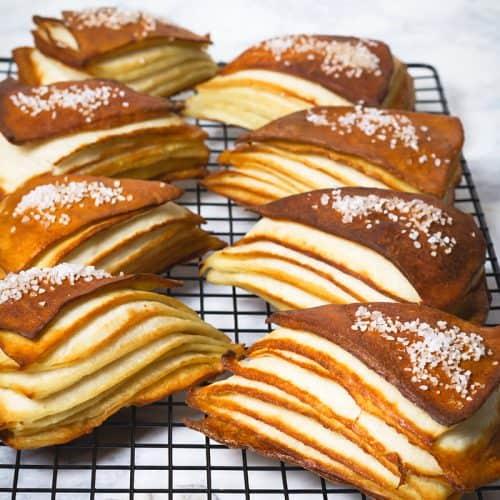 Gorgeous lines of the pretzel layers.