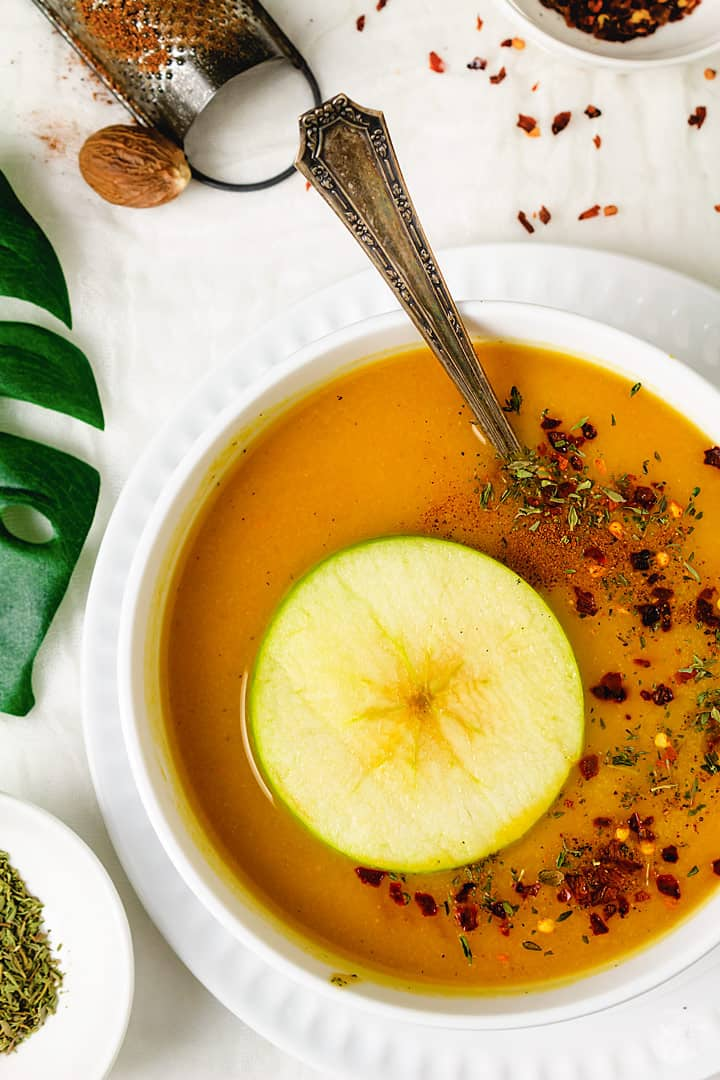 Squash soup with an apple ring and spices.